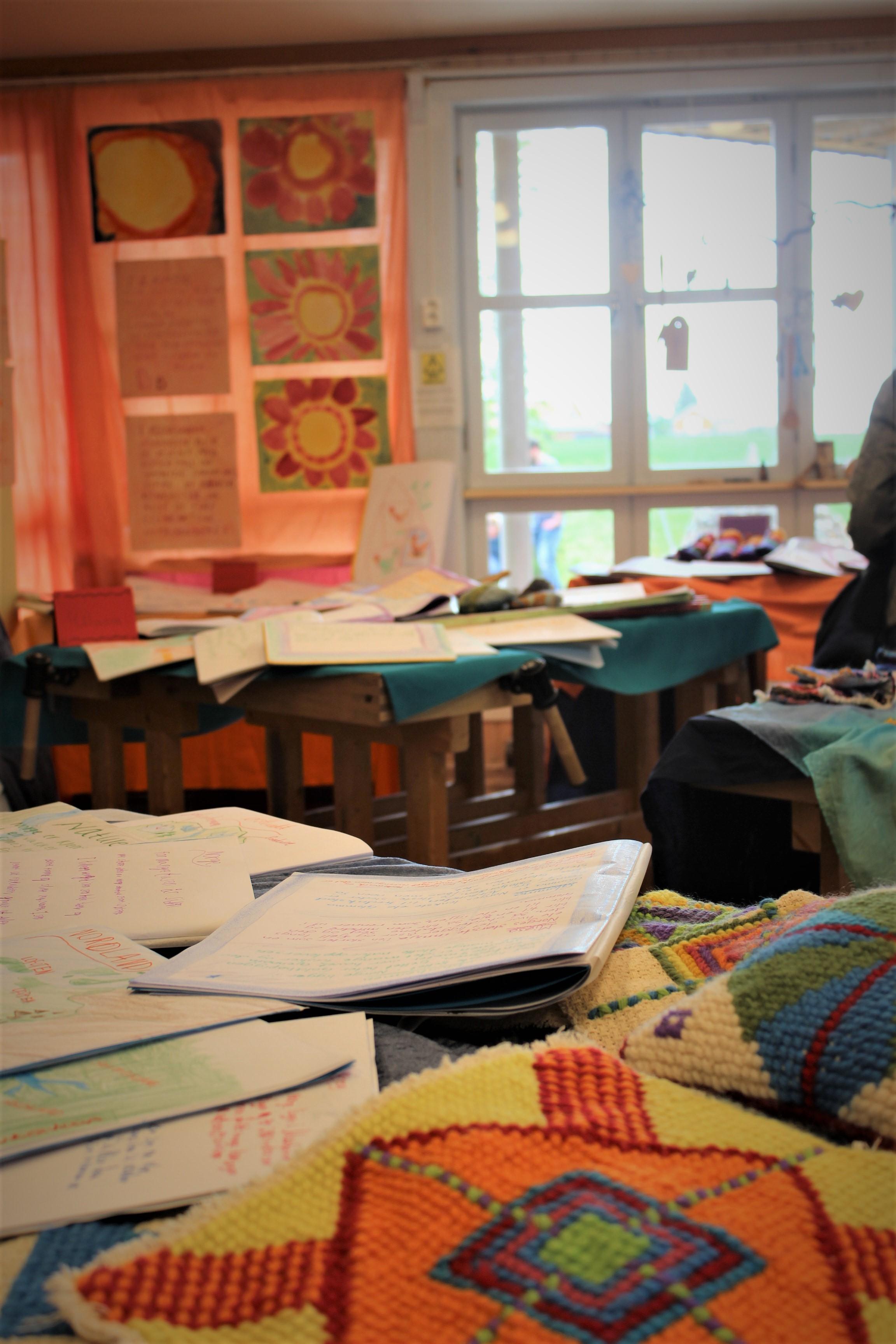 Elevustilling av elevarbeider fra vårmarkedet på Steinerskolen i Askim 2019