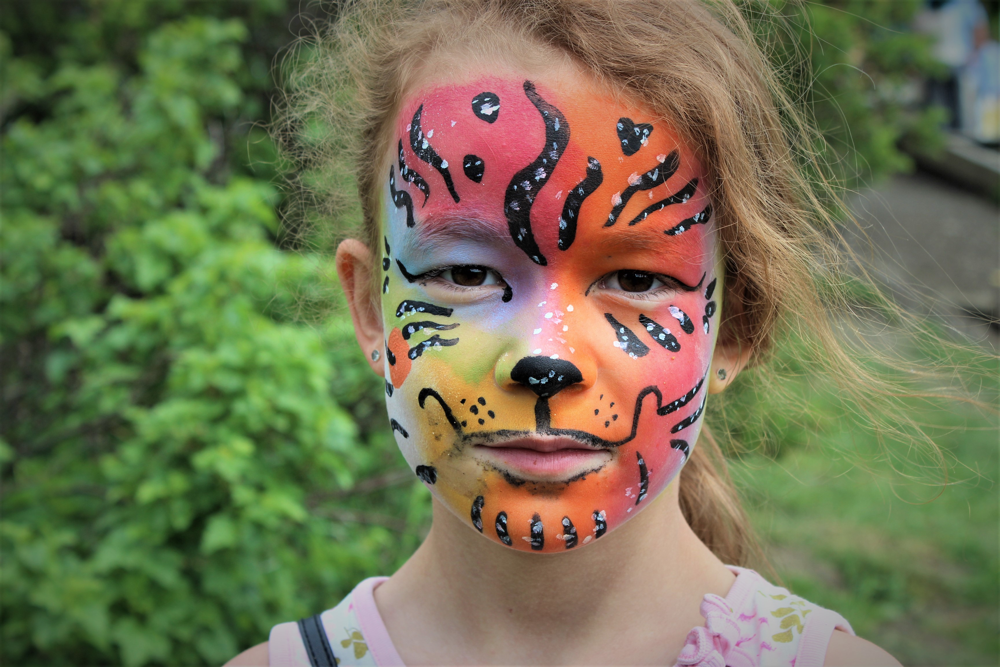 Jente med ansiktmaling fra vårmarkedet på Steinerskolen i Askim 2019