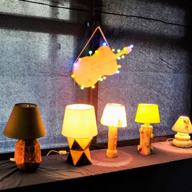 Utstilling lamper fra sløyden 10.klasse Steinerskolen i Indre Østfold