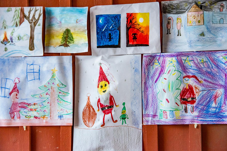 Juletegninger fra elvene ved Steinerskolen i Indre Østfold