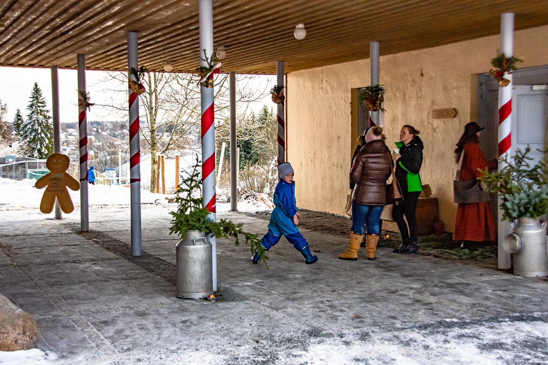 Stemningsbilde fra julemarkedet på Steinerskolen i Indre Østfold