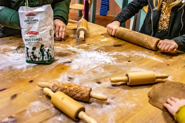 Pepperkakebaking julemarkedet Steinerskolen i Indre Østfold